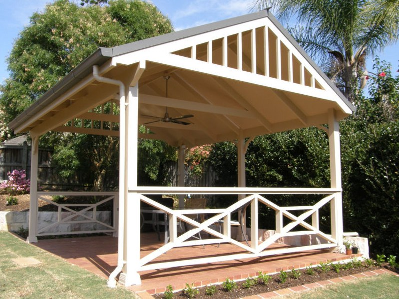 Free Standing Deck Designs with Pergolas